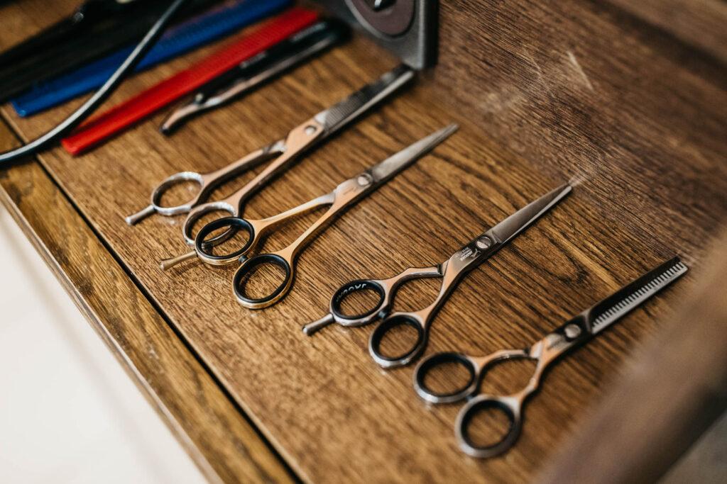 Haarschnitte und Haarverlängerung
